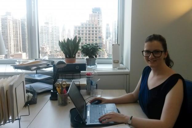 Auf diesem Bild sehen Sie Sina Albercht im UAS7 Büro in New York.