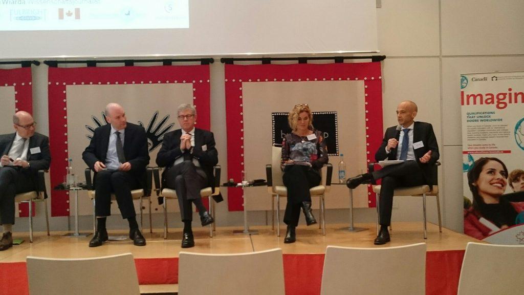 """Prof. Dr. Andreas Zaby (rechts im Bild) auf der Veranstaltung """"Exploring Difference: Wege zur Professur"""""""